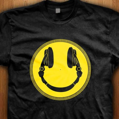 DJ-Smiley-Headphone-Platter-Shirt